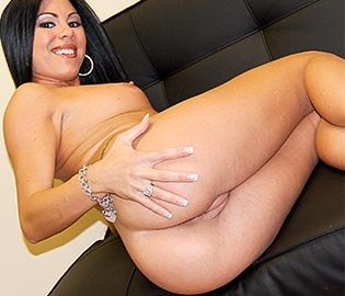 Dark Curvy Latina Cums on the Sofa